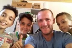 Drei Marokkanische Kinder wollten für mich Spenden sammeln.